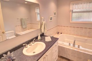 Photo 11: 2401 Wilcox Terr in : CS Tanner House for sale (Central Saanich)  : MLS®# 885075