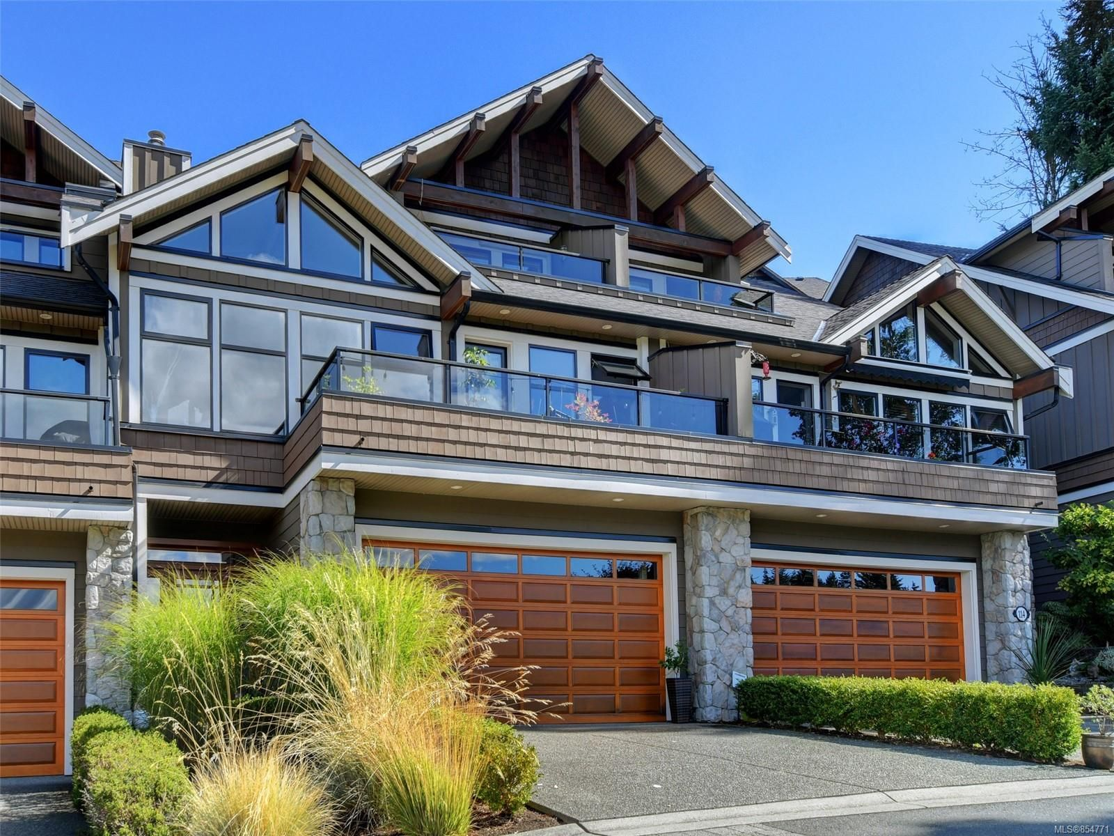 Main Photo: 112 1244 Muirfield Pl in : La Bear Mountain Row/Townhouse for sale (Langford)  : MLS®# 854771