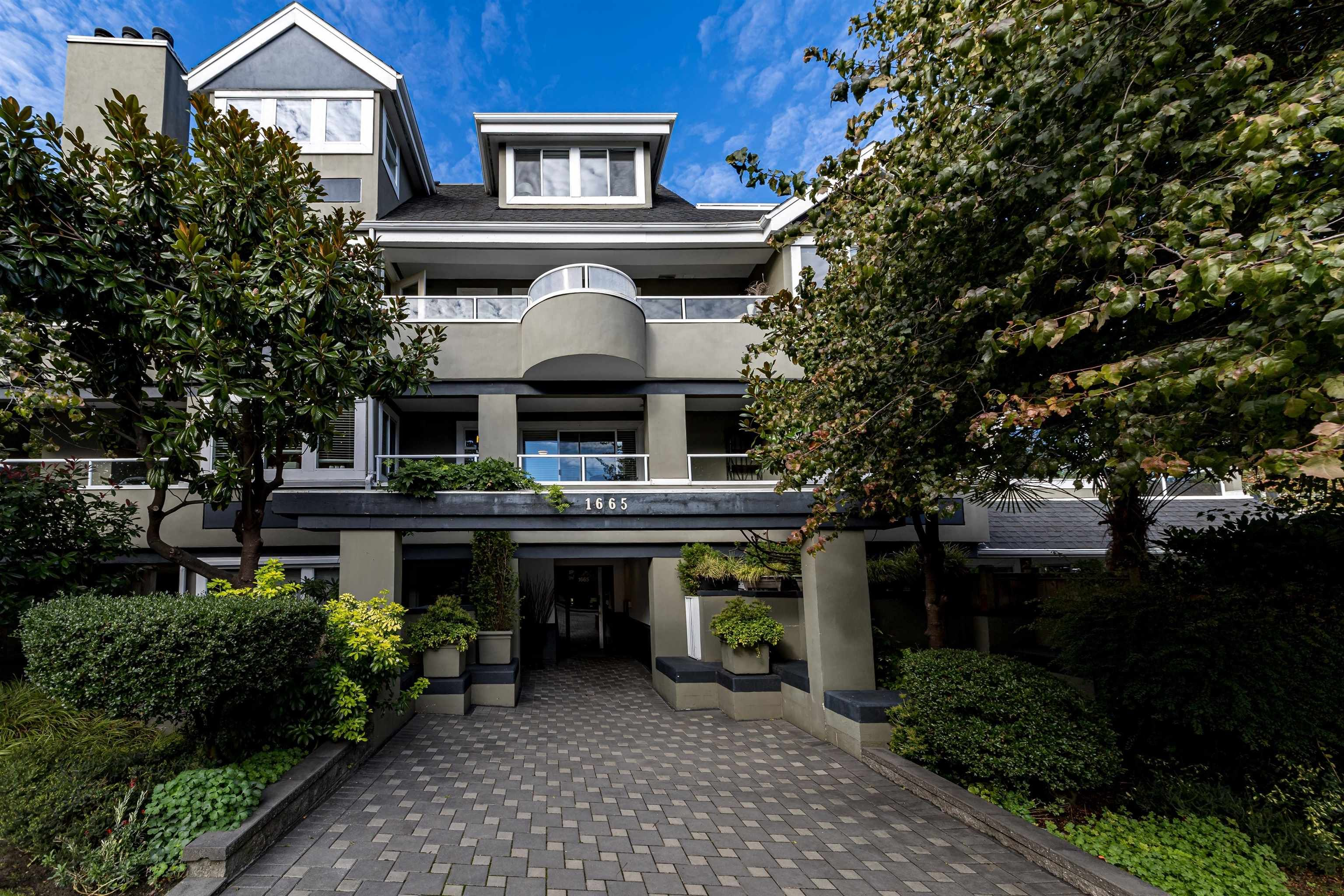 """Main Photo: 201 1665 ARBUTUS Street in Vancouver: Kitsilano Condo for sale in """"The Beaches"""" (Vancouver West)  : MLS®# R2620852"""