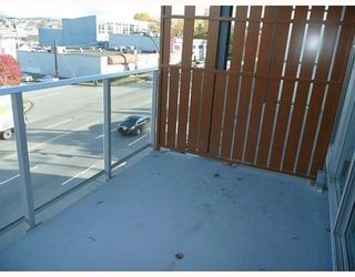 """Photo 10: 418 256 E 2ND Avenue in Vancouver: Mount Pleasant VE Condo for sale in """"JACOBSEN"""" (Vancouver East)  : MLS®# V808511"""