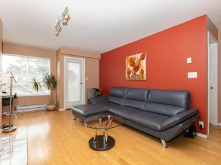 """Photo 3: 215 3400 SE MARINE Drive in Vancouver: Champlain Heights Condo for sale in """"Tiffany Ridge"""" (Vancouver East)  : MLS®# R2392821"""