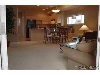 Photo 4: 2 2210 Quadra St in VICTORIA: Vi Central Park Row/Townhouse for sale (Victoria)  : MLS®# 313532