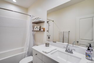 Photo 25: OCEANSIDE Townhouse for sale : 3 bedrooms : 4128 Rio Azul Way