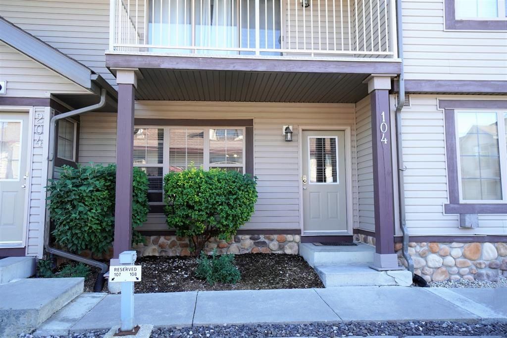 Main Photo: 104 3 EVERRIDGE Square SW in Calgary: Evergreen Row/Townhouse for sale : MLS®# A1143635