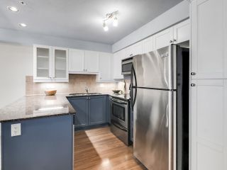 """Photo 12: 304 1969 WESTMINSTER Avenue in Port Coquitlam: Glenwood PQ Condo for sale in """"THE SAPHHIRE"""" : MLS®# R2504819"""
