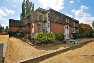 """Main Photo: 303 33850 FERN Street in Abbotsford: Central Abbotsford Condo for sale in """"FERNWOOD MANOR"""" : MLS®# R2612637"""