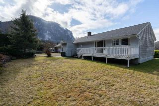 "Photo 18: 38200 HOSPITAL Place in Squamish: Hospital Hill House for sale in ""Hospital Hill"" : MLS®# R2440002"