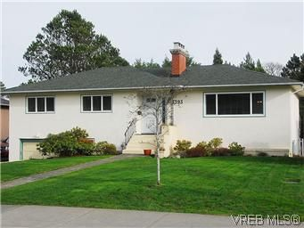 Main Photo: 3393 Henderson Road in VICTORIA: OB Henderson Residential for sale (Oak Bay)  : MLS®# 304938