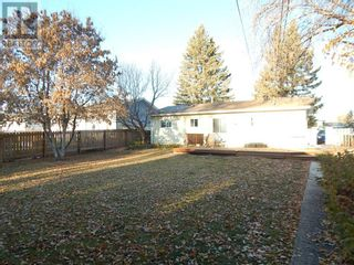 Photo 4: 10307 102 Avenue in High Level: House for sale : MLS®# A1154653