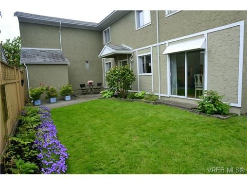 Main Photo: 12 10070 Fifth St in SIDNEY: Si Sidney North-East Row/Townhouse for sale (Sidney)  : MLS®# 672523