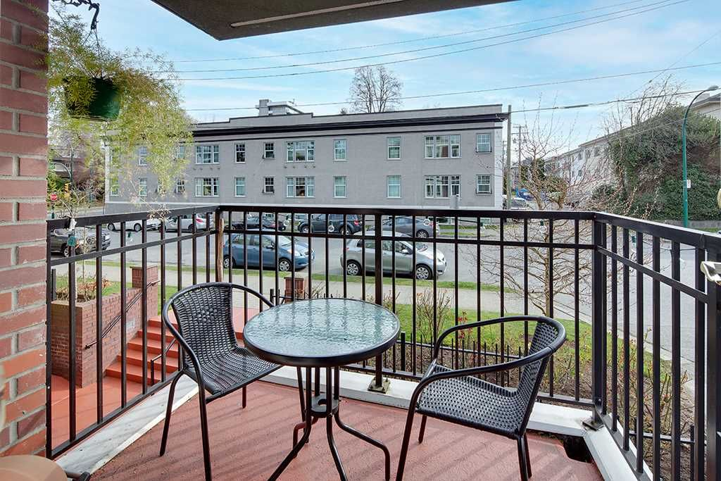 """Main Photo: 201 2825 ALDER Street in Vancouver: Fairview VW Condo for sale in """"Breton Mews"""" (Vancouver West)  : MLS®# R2558452"""