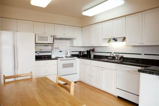 Photo 6: 35 2236 FOLKESTONE Way in West Vancouver: Panorama Village Home for sale ()  : MLS®# V952092