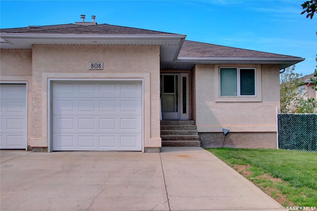 Main Photo: 808 15th Avenue in Regina: Broders Annex Residential for sale : MLS®# SK864062