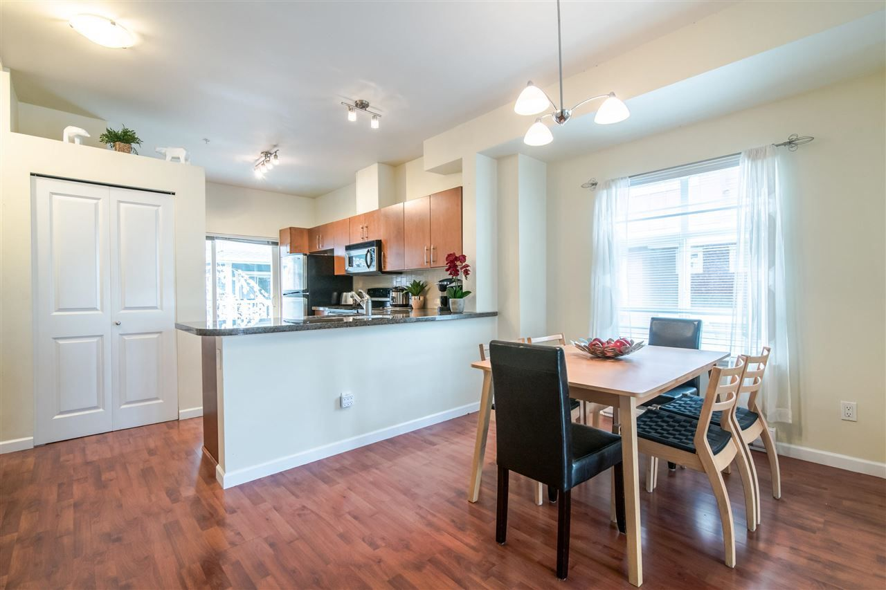 """Photo 4: Photos: 4 935 EWEN Avenue in New Westminster: Queensborough Townhouse for sale in """"COOPERS LANDING"""" : MLS®# R2355621"""