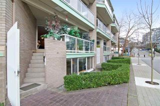 """Photo 1: 3103 33 CHESTERFIELD Place in North Vancouver: Lower Lonsdale Condo for sale in """"Harbourview Park"""" : MLS®# R2037524"""