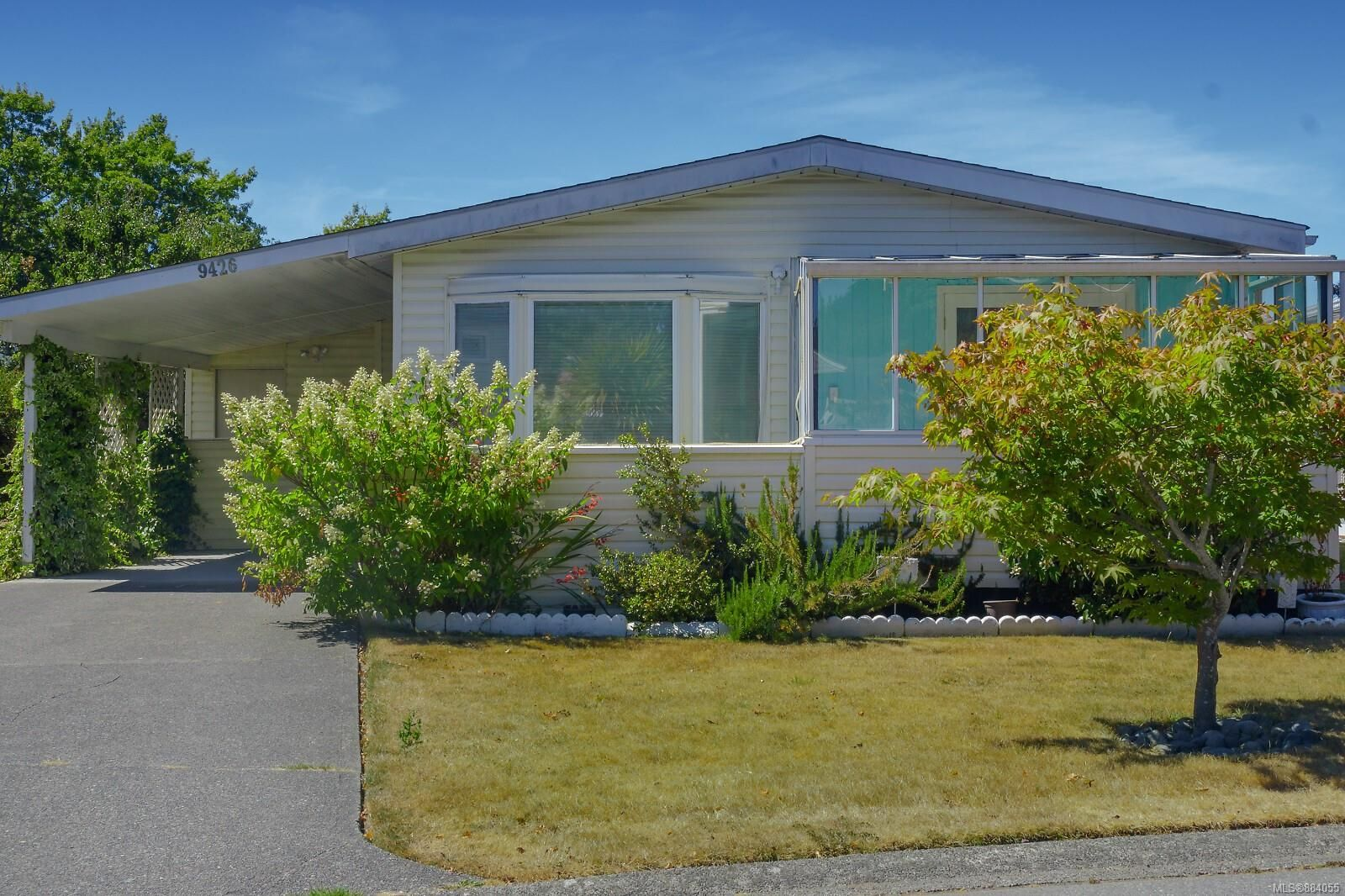 Main Photo: 9426 Brookwood Dr in : Si Sidney South-West Manufactured Home for sale (Sidney)  : MLS®# 884055