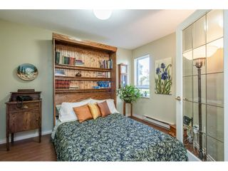"""Photo 15: 219 15991 THRIFT Avenue: White Rock Condo for sale in """"ARCADIAN"""" (South Surrey White Rock)  : MLS®# R2456477"""
