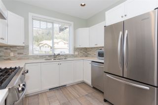 """Photo 2: 1007 BALSAM Place in Squamish: Valleycliffe House for sale in """"RAVENS PLATEAU"""" : MLS®# R2232949"""