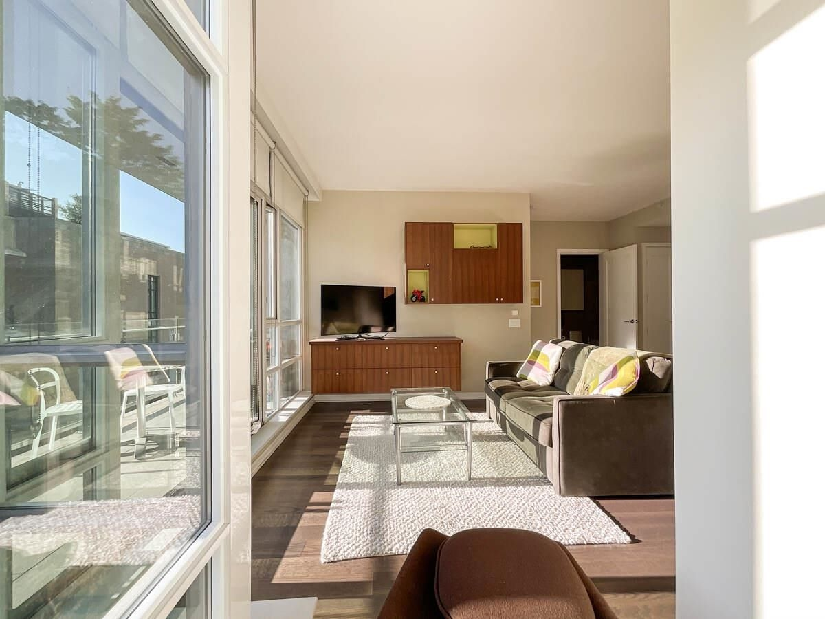 Main Photo: 401 1616 COLUMBIA Street in Vancouver: False Creek Condo for sale (Vancouver West)  : MLS®# R2612888