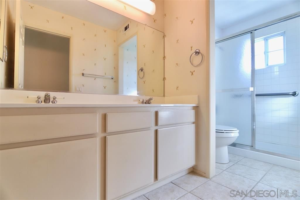 Photo 15: Photos: OCEANSIDE House for sale : 5 bedrooms : 5757 Spur Avenue