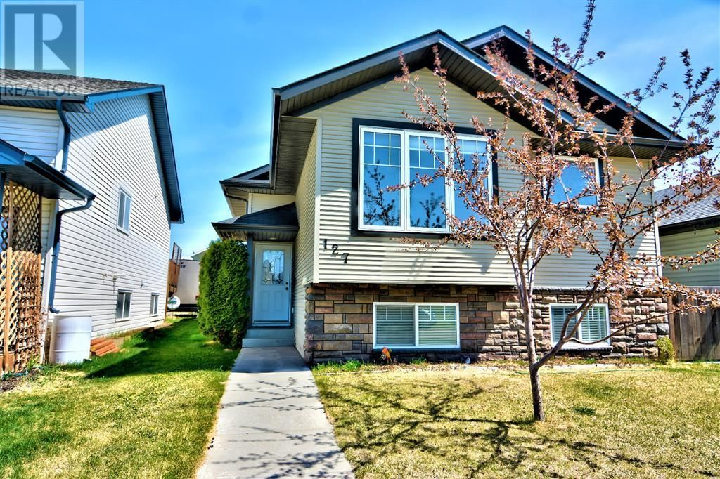 Main Photo: 127 Pioneer Way in Blackfalds: House for sale : MLS®# A1109660