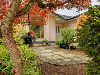Photo 3: 3908 Lianne Pl in : SW Strawberry Vale House for sale (Saanich West)  : MLS®# 875878