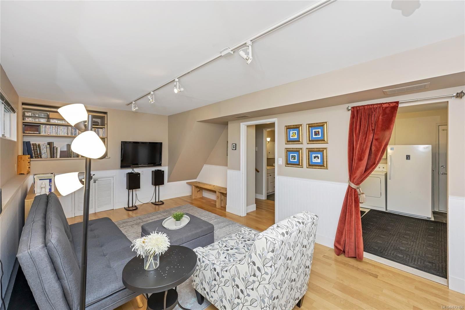 Photo 17: Photos: 1690 Blair Ave in : SE Lambrick Park House for sale (Saanich East)  : MLS®# 872166