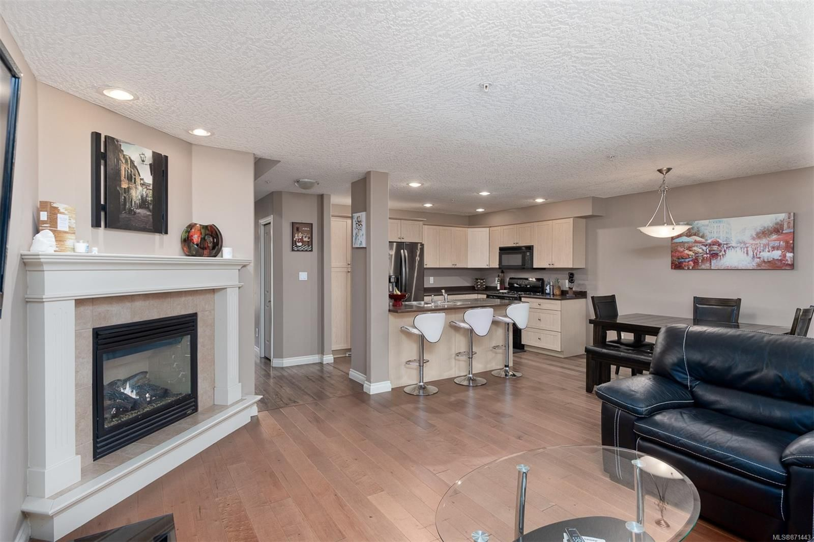Main Photo: 12 199 Atkins Rd in : VR Six Mile Row/Townhouse for sale (View Royal)  : MLS®# 871443