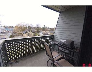 """Photo 4: 205 17661 58A Avenue in Surrey: Cloverdale BC Condo for sale in """"WYNDHAM ESTATES"""" (Cloverdale)  : MLS®# F2906679"""