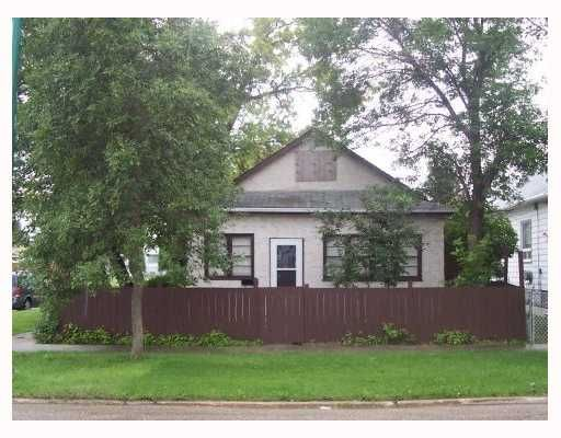 Main Photo: 902 MANITOBA Avenue in WINNIPEG: North End Single Family Detached for sale (North West Winnipeg)  : MLS®# 2713347
