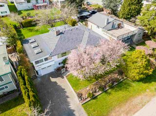 """Photo 3: 1283 PARKER Street: White Rock House for sale in """"EAST BEACH"""" (South Surrey White Rock)  : MLS®# R2562015"""