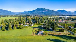 Photo 3: 10715 REEVES Road in Chilliwack: East Chilliwack House for sale : MLS®# R2620626