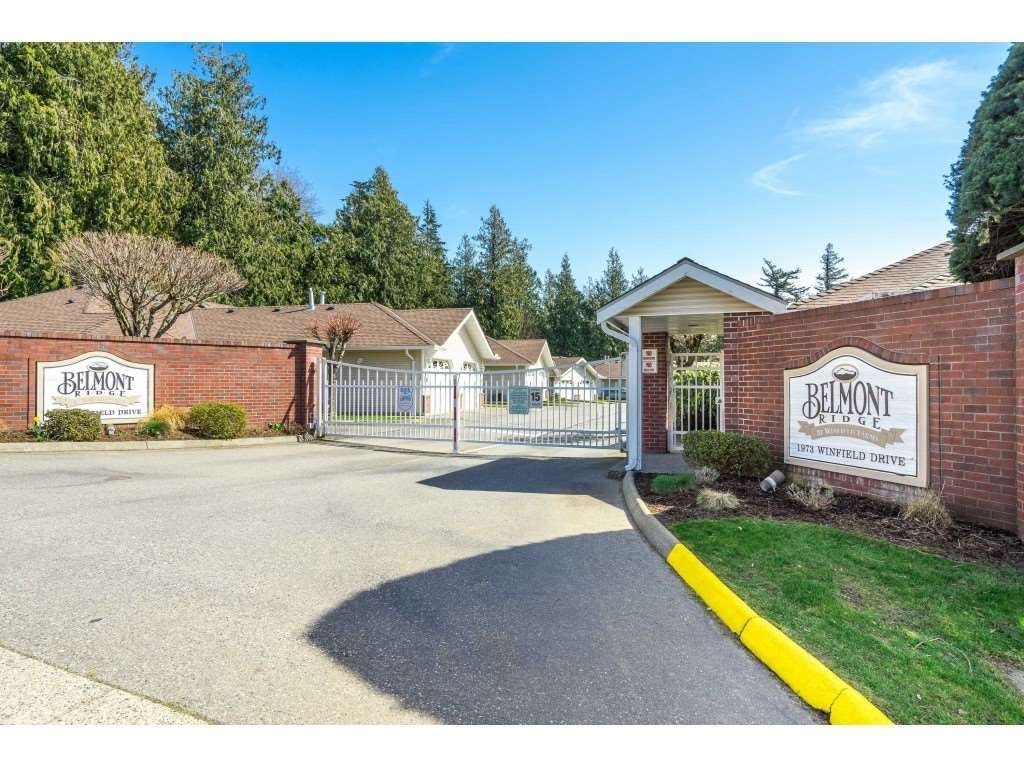 """Main Photo: 27 1973 WINFIELD Drive in Abbotsford: Abbotsford East Townhouse for sale in """"BELMONT RIDGE"""" : MLS®# R2560361"""