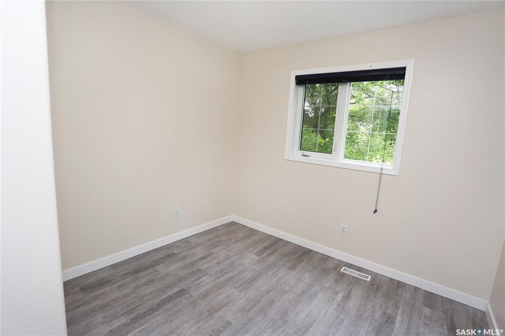 Photo 25: Photos: 131B 113th Street West in Saskatoon: Sutherland Residential for sale : MLS®# SK778904