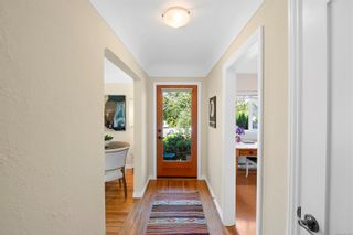 Photo 4: 129 MOSS St in : Vi Fairfield West House for sale (Victoria)  : MLS®# 883349