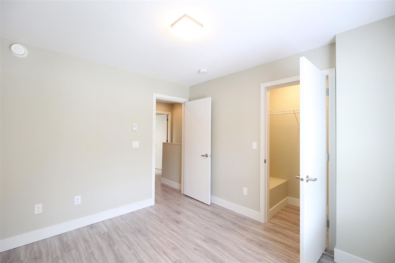 """Photo 16: Photos: 30 1938 NORTH PARALLEL Road in Abbotsford: Abbotsford East Townhouse for sale in """"PARALLEL SOUTH"""" : MLS®# R2589930"""