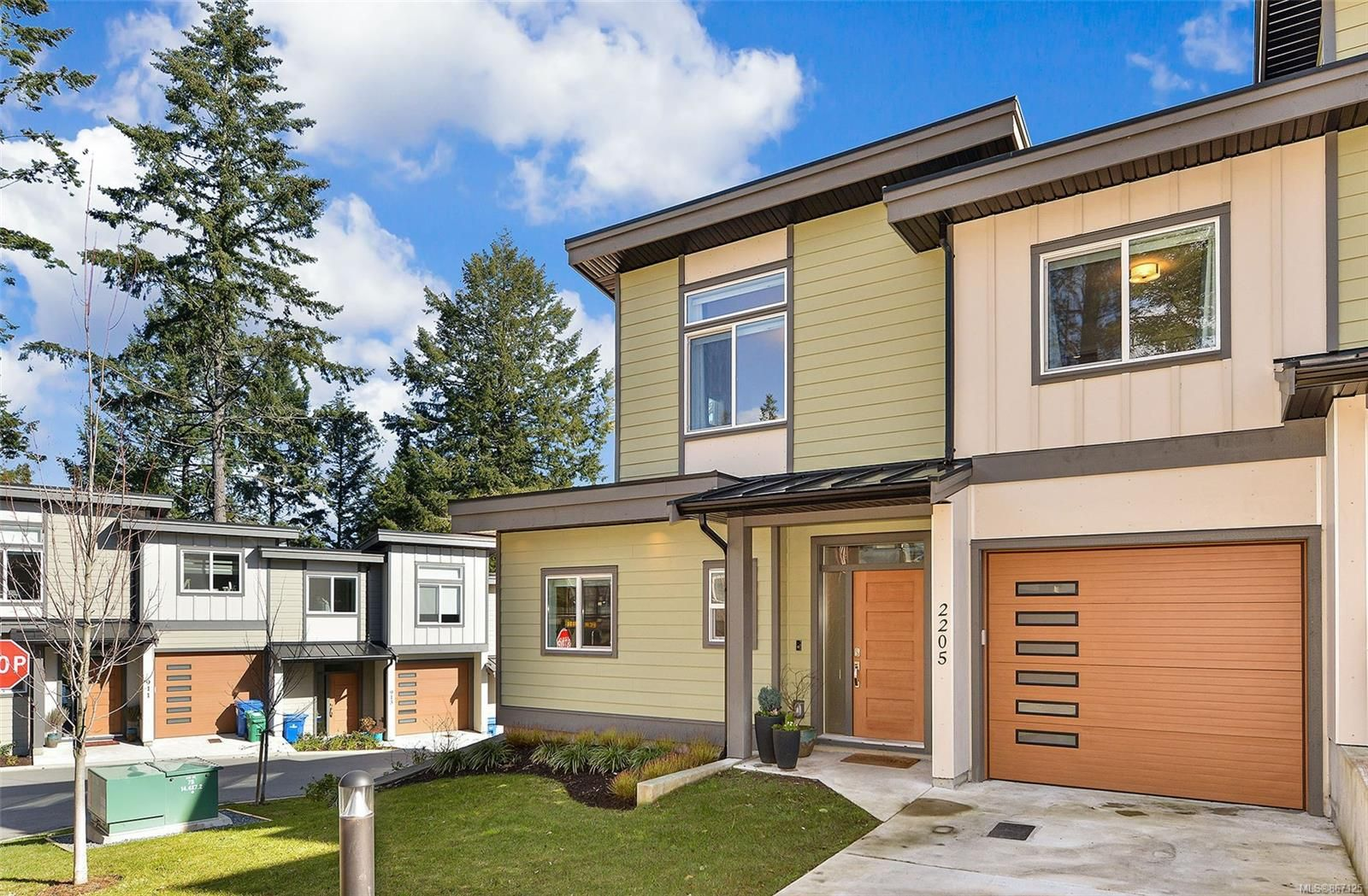 Main Photo: 2205 Echo Valley Rise in : La Bear Mountain Row/Townhouse for sale (Langford)  : MLS®# 867125