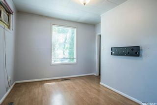 Photo 3: 401 Vancouver Avenue South in Saskatoon: Meadowgreen Residential for sale : MLS®# SK860917