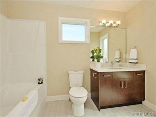 Photo 12: 1 1060 Tillicum Rd in VICTORIA: Es Kinsmen Park Row/Townhouse for sale (Esquimalt)  : MLS®# 714737
