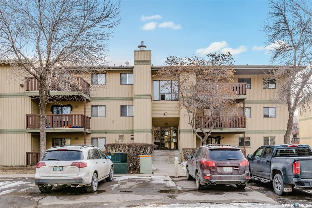 Main Photo: 204C 1121 McKercher Drive in Saskatoon: Wildwood Residential for sale : MLS®# SK848969