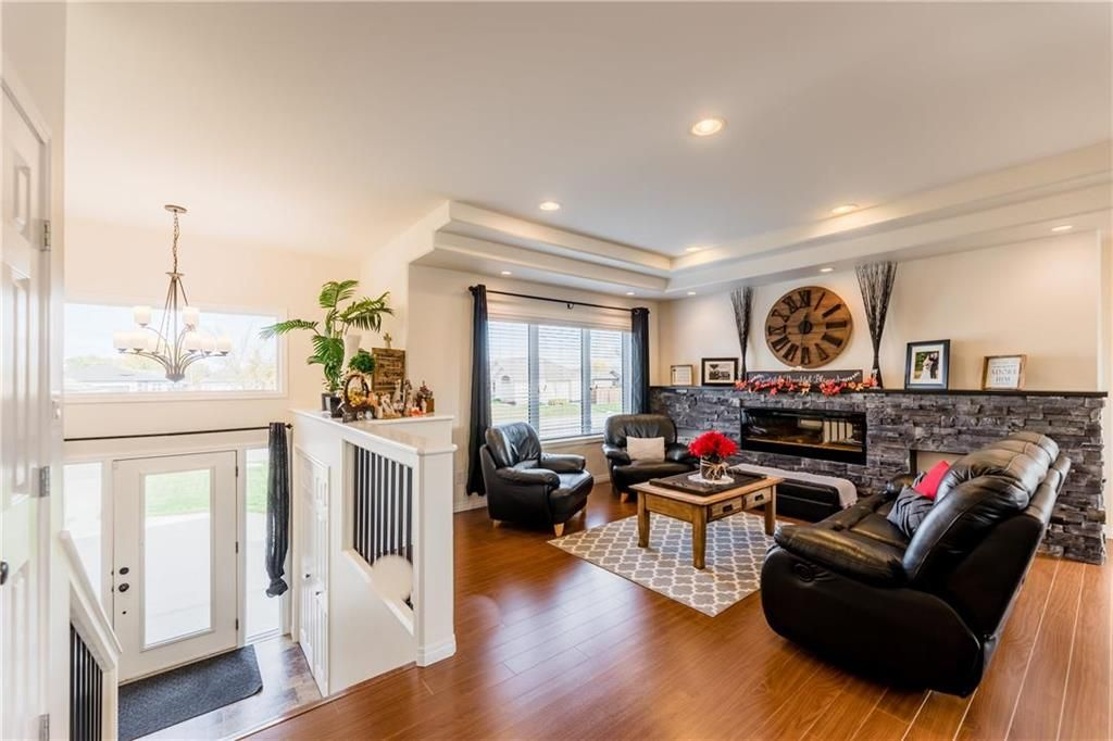 Photo 14: Photos: 18 JUNIPER Avenue in Steinbach: Southwood Residential for sale (R16)  : MLS®# 202024800