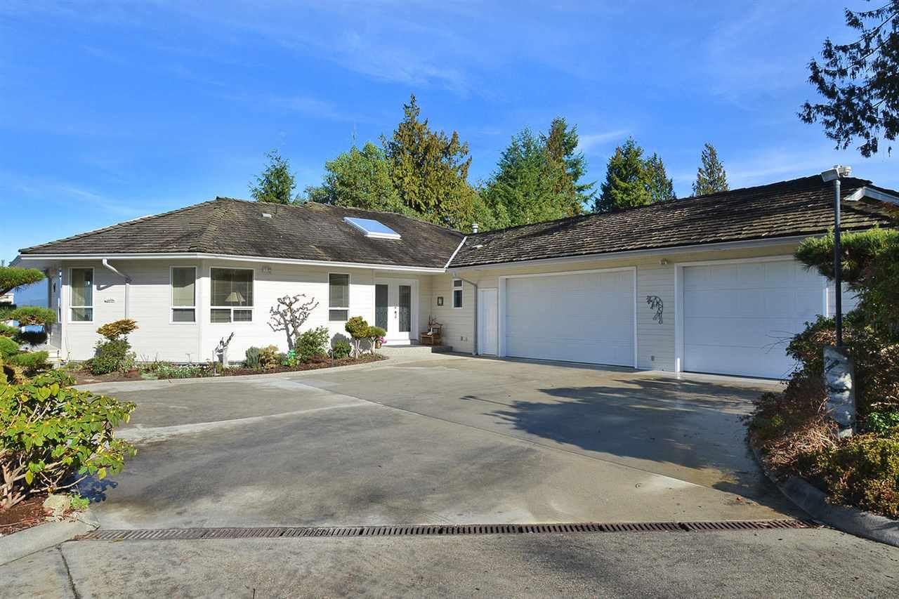 Main Photo: 6484 N GALE AVENUE in : Sechelt District House for sale : MLS®# R2033806