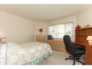"Photo 9: 5255 CENTRAL AV in Ladner: Hawthorne House for sale in ""HAWTHORNE"" : MLS®# V990700"