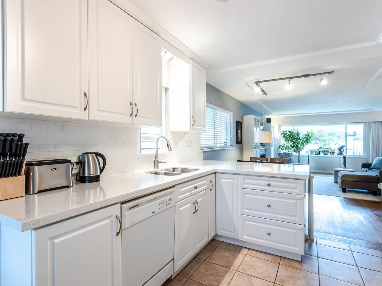 Photo 8: Photos: 4653 UNION STREET in Burnaby: Capitol Hill BN House for sale (Burnaby North)  : MLS®# R2493161