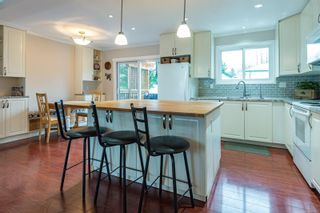 Photo 2: 463 Woods Ave in : CV Courtenay City House for sale (Comox Valley)  : MLS®# 863987