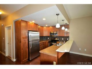 Photo 3: 878 Brock Ave in VICTORIA: La Langford Proper Row/Townhouse for sale (Langford)  : MLS®# 742350