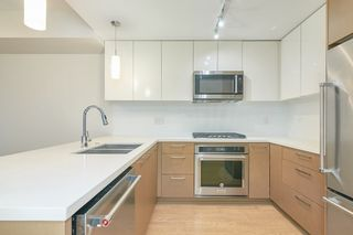 Photo 8: 307 26 E ROYAL Avenue in New Westminster: Fraserview NW Condo for sale : MLS®# R2529261
