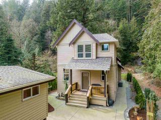 Photo 3: 800 HOT SPRINGS Road: Harrison Hot Springs House for sale : MLS®# R2583449