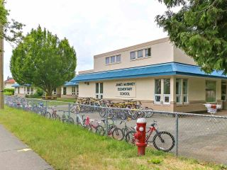 Photo 5: 2 10040 NO. 2 Road in Richmond: Woodwards House for sale : MLS®# R2602494