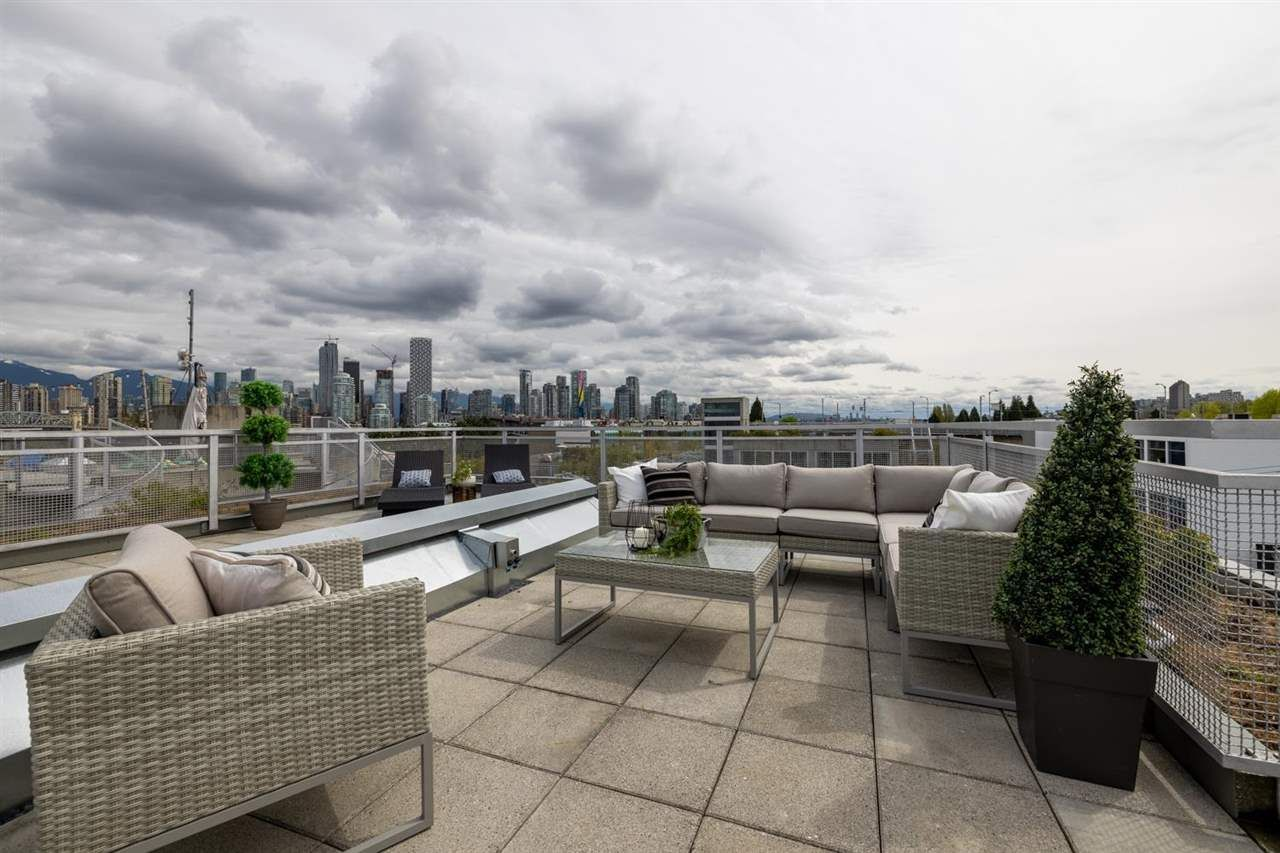 """Main Photo: PH610 1540 W 2ND Avenue in Vancouver: False Creek Condo for sale in """"The Waterfall Building"""" (Vancouver West)  : MLS®# R2580752"""